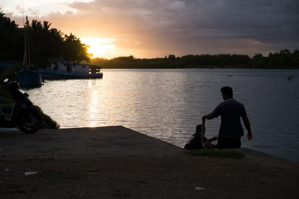 ヌガラの運河の夕暮れ